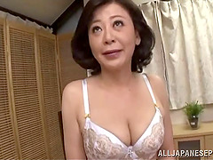 Moms need to cum too so this Asian..