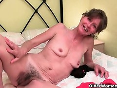 Grandma doesn't shave her old pussy