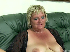 Mature BBW slut gets sweaty as she..