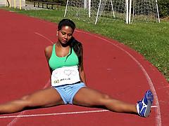 Brazilian runner finishes her..