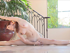 Flexible babe working out naked in..
