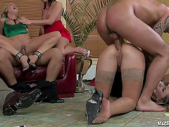 Nice ass babe takes a fat cock up her..