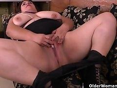 BBW milf Carmen hides vibrating egg in..