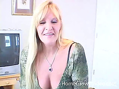 Amateur mature blonde woman sucking a..