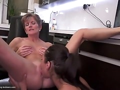 Teen licks a mature lesbian in the..