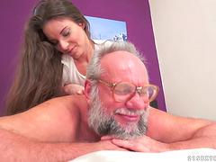 Shaved pussy milf had a handjob..