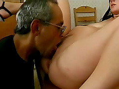Oldie fucks her pregnant amateur pussy..