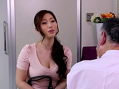 Massage therapist oils up the Asian..