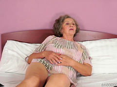 Granny gets her vintage pussy pounded..