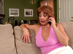Mature housewife is lonely and hooks..