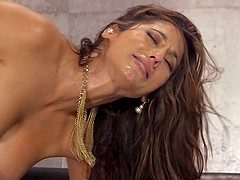 Experienced brunette allows her..