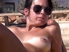 Great tits on chicks relaxing at a..