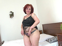 Massive ass redheaded mommy licking..