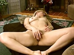 Sexy mature blonde with a nice bush..