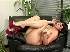 Solo babe on a leather chair fucking a..