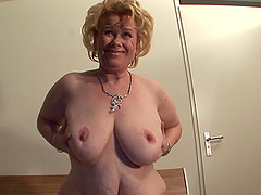 Curvy masturbating mature babe with..