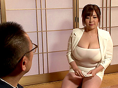 Chubby Japanese milf offers up her..