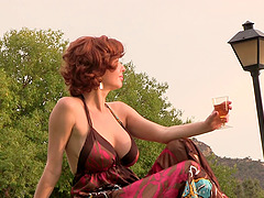Braless big boobs milf babe shows off..