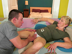 Mature granny getting throbbed doggy..