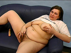Chubby chick tries to give her new..