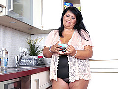 Plump black-haired housewife can't..
