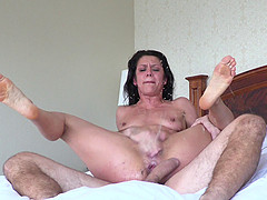 Cougar with natural tits getting..