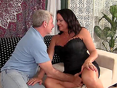 Curvy black-haired MILF rides the..