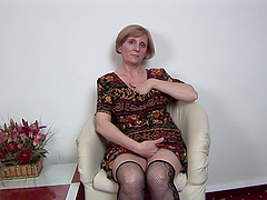 Short-haired mature lady sits down and..
