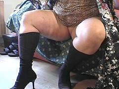 Curvy mature bbw displaying her juicy..