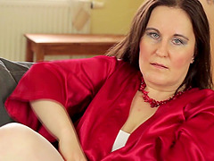 Horny and chubby mature looker likes..