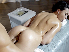 Reality seen of nice ass getting oiled..