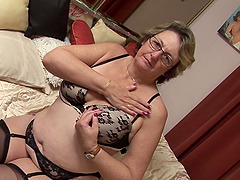 Kinky bespectacled granny has some fun..