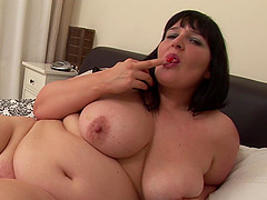 Raven-haired older BBW Andi strips..
