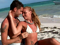 Kathia Nobili joins her hot friend for..