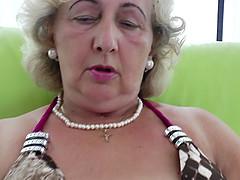 Horny mature granny fingering pussy..