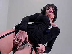 Veronica Avluv has a black loves to..