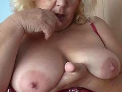 Babe with saggy tits Amanda likes..