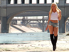 Anikka Albrite has her butthole..