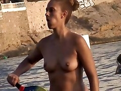 Sexy small tits on a babe spied on at..