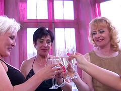 Leyla, Nisha, Maja and Nouchka get..