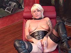 Kinky blonde Ute ravishes her vagina..