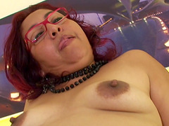 Horny Zizi's pulsating cunt craves a..