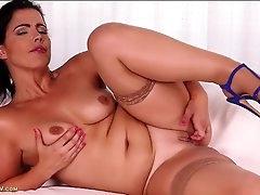 Glorious fat ass on a hot masturbating..
