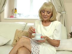 Elderly blonde Szuzanne cannot wait to..