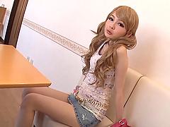 Cute babe Atomi Shuri enjoys showing..