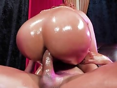 Fantastic woman getting her pussy..