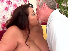 Big Tit Plumper Miss Lingling Fucked..