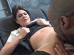 Sexy slut Mariskax offers her cunt to..