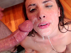 Blowbanging dick-worshiping Casey..