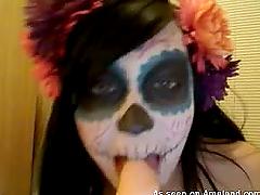 Kinky emo chick shows her frightful..